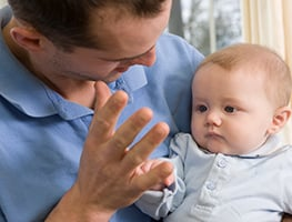 Parenting - Parent and child - sign language - learn